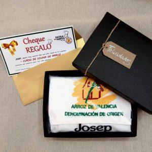 Caja Regalo: Bono canjeable y delantal personalizado