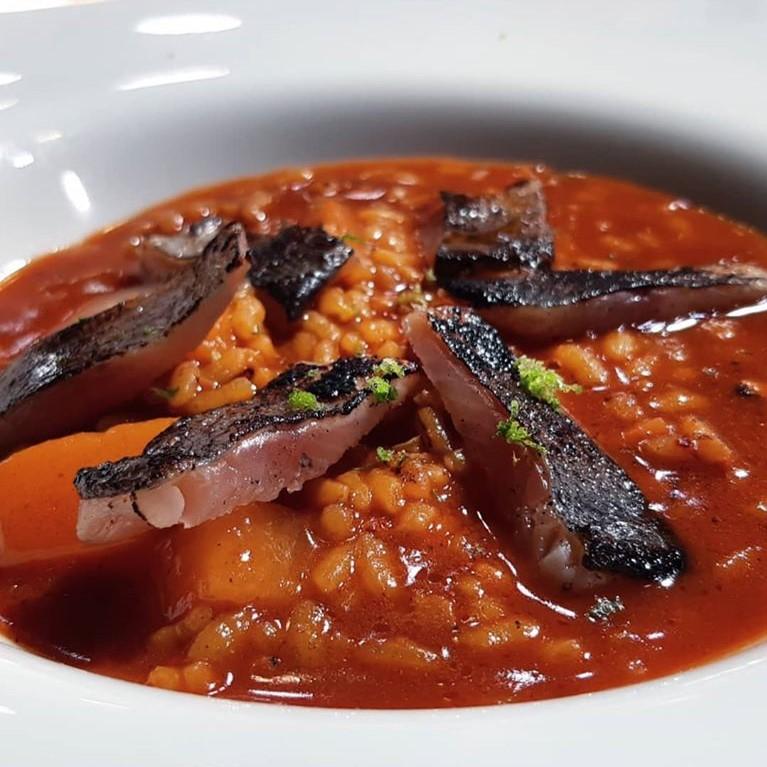 Curry de arroz en fessols i naps con trucha, de Alberto Alonso