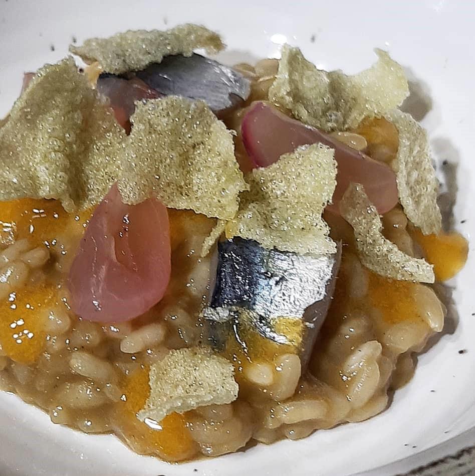 Arroz de sardina de bota, pimientos verdes, pimiento y uva encurtida, de Vicente Patiño
